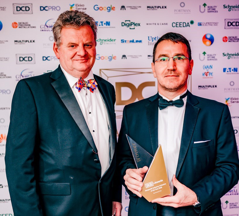 Alan Beresford, MD EcoCooling and László Kozma, Project Coordinator, H1 systems with the Award.